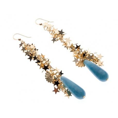 <p>Pendientes con cadena de estrellas chapada en oro de 18k, gancho de Gold Filled y ágata en forma de lágrima.</p>