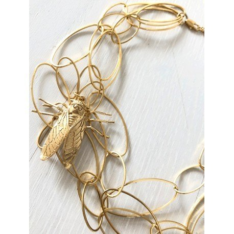<p>18k gold plated triple oval link choker with cockroach ornament.</p> <p><br />Approximate length: 40 cm + adjustable extension.</p>