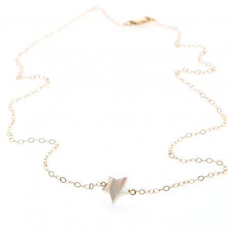 <p>Gold Filled chain necklace (40cm aprox.) with mother of pearl star bead.</p>