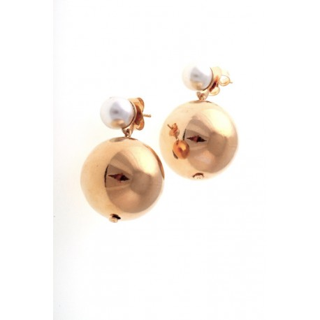 <p>Earrings with pearl and big ball, all 18k gold plated.</p>
