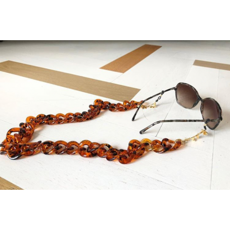 <p><span>Jewel chain for any type of glasses!</span></p> <p><span>tortoiseshell resin link chain with 18k gold plated leaves chain. Adorned with black Swarovski butterfly charm.</span></p>