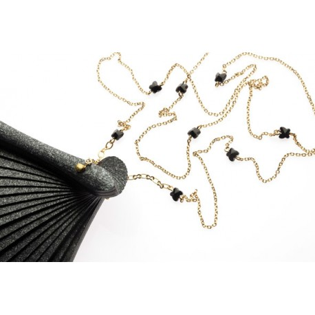 <p>Hand made in Spain black lacquered wooden fan (16cm) with black Swarovski crystal butterflies in 18k gold plated chain.</p> <p>Aprox. length: 70cm</p> <p><span>You can make your own design!. Make the combinations to your taste, choose fan color, chain, adornment ... Or personalized with an initial, a name, a date ... contact us!</span></p>