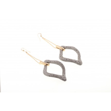 <p>Frog Skin Lined Link Earrings, 18k Gold Plated Chain and Goldfilled Hook</p>