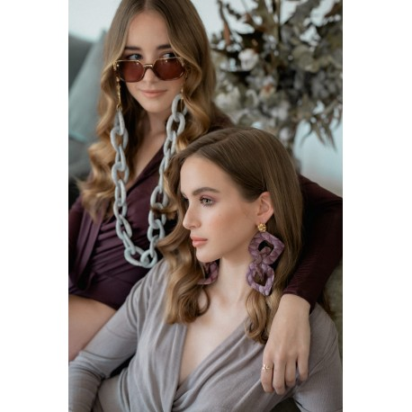 <p><span>Jewel chain for any type of glasses!</span></p> <p><span>Grey snake skin lined maxi link chain with 18k gold plated leaves chain. Adorned with snake head.</span></p> <p>you can wear it as a necklace!.</p> <p>Very limited edition.</p> <p><span>Length: 80cm</span></p> <p></p>