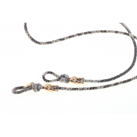 <p><span>Want to stroll stylish during summer without fear of losing your sunglasses? These sunglass cords are perfect to match every outfit! A very practical cord for any type of glasses. A texturized leather cord,<span>with two crocodiles or two skulls in 18K gold plated</span>. The cord has a length of 88 cm and is suitable for everyone.</span></p> <p><span>More colors for choice. Please ask!</span></p>