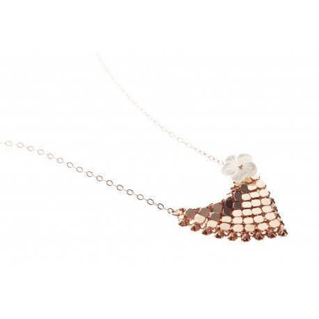 <p>Rose Gold Filled chain (45cm aprox.) with 18c rose gold plated pendant, adorned with m.o.p. flower.</p> <p></p>