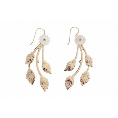 <p>Earring with 18c gold plated branch, Gold Filled hook and m.o.p. flower.</p>