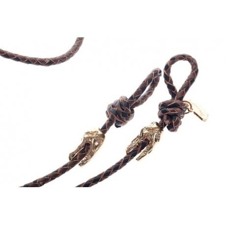<p><span>Práctico collar para cualquier tipo de gafa.</span><br /><br /><span>Cordón de cuero trenzado en marrón y negro (3mm), con adorno de cabezas de cocodrilo (o calaveras) chapadas en oro de 18k.</span><br /><br /><span>Largo aproximado: 88cm</span><br /><br /><span>Disponible en más colores. Adorno de cabeza de cocodrilo o calavera, disponible también chapado en plata de ley.¡Consúltanos!</span></p>