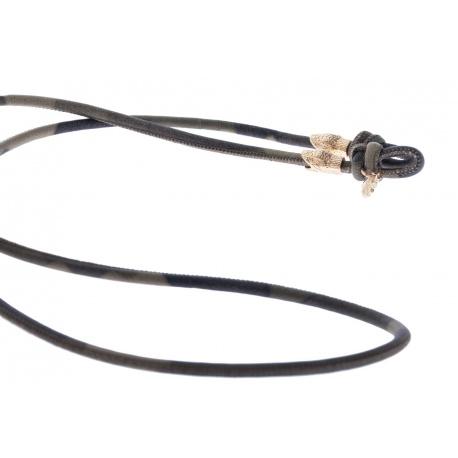 <p><span>Práctico collar para cualquier tipo de gafa.</span><br /><br /><span>Cordón de fina napa, de 4mm de grosor,<span>con print de camuflage y adorno de cabezas de serpiente chapadas en oro de 18k.</span></span><br /><br /><span>Largo aproximado: 88cm</span><br /><br /><span>Disponible en más colores. Disponible también chapado en plata de ley.¡Consúltanos!</span></p>