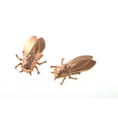 <p>¡Insectos! Nuestra chicharra es un pendiente de clip, por lo que puedes usarlo de mil maneras; como pendiente, como adorno para la ropa, para el pelo....</p> <p>Chapado en oro de 18k</p> <p></p>