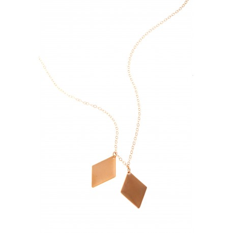 <p>Gold Filled chain necklace (40cm aprox.) with two 18k gold and mate gold rhombuses.</p>