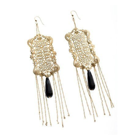 <p>Spectacular earring with filigree and 18k gold plated chains (Gold Filled hook), and black agate teardrop. Despite its size, it is a thin and light design.</p> <p>Approximate length: 17cm</p>