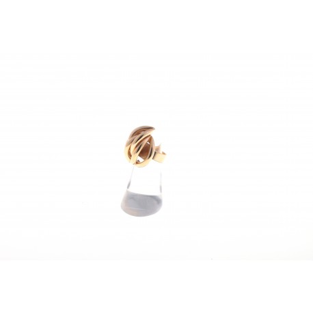 <p>Anillo chapado en oro de 18k.</p> <p>Talla ajustable.</p>