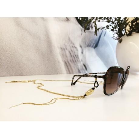 <p>Collar joya para cualquier tipo de gafa.</p> <p>Cadena de latón chapada en oro de 18k, con adornos de cabezas de serpiente, cristal de Swarovski y cadenas en forma de flecos.</p> <p>Cadena también disponible en rodio.</p>