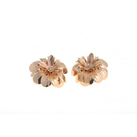 <p>Espectacular pendiente de flor de latón chapada en oro de 18k. Muy cómodo, es de clip! por lo que la puedes aplicar también en la ropa, bolso, zapato...</p>