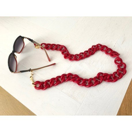 <p><span>Jewel chain for any type of glasses!</span>Red resin link chain with 18k gold plated leaves chain. Adorned with bambú coral bead.</p>