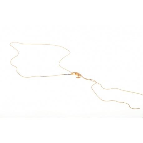 <p>Collar con caída en el escote, con adorno de serpiente enroscada, que puedes ponerte a la altura que desees o hacerlo asimétrico, solo deslizando la cadena.</p> <p>Latón chapado en oro de 18k.</p>